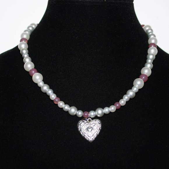"""Beautiful pearl and heart necklace 18"""""""